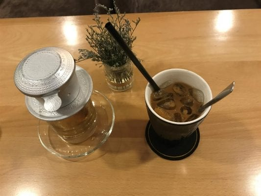 Traditionelle Zubereitung von vietnamesischem Kaffee