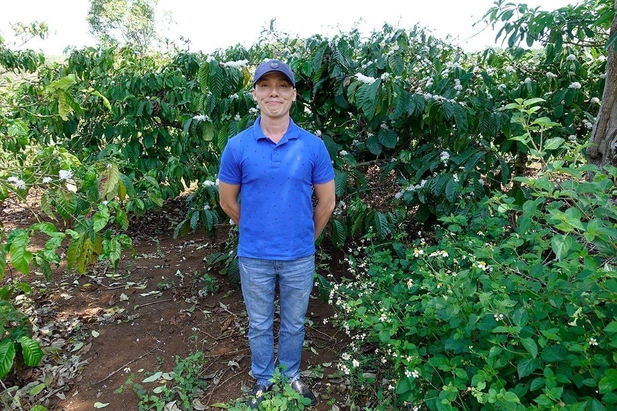 Unser neuer Partner und Freund Hiếu, Inhaber von Coffee24, in den Kaffeefeldern von Pleiku