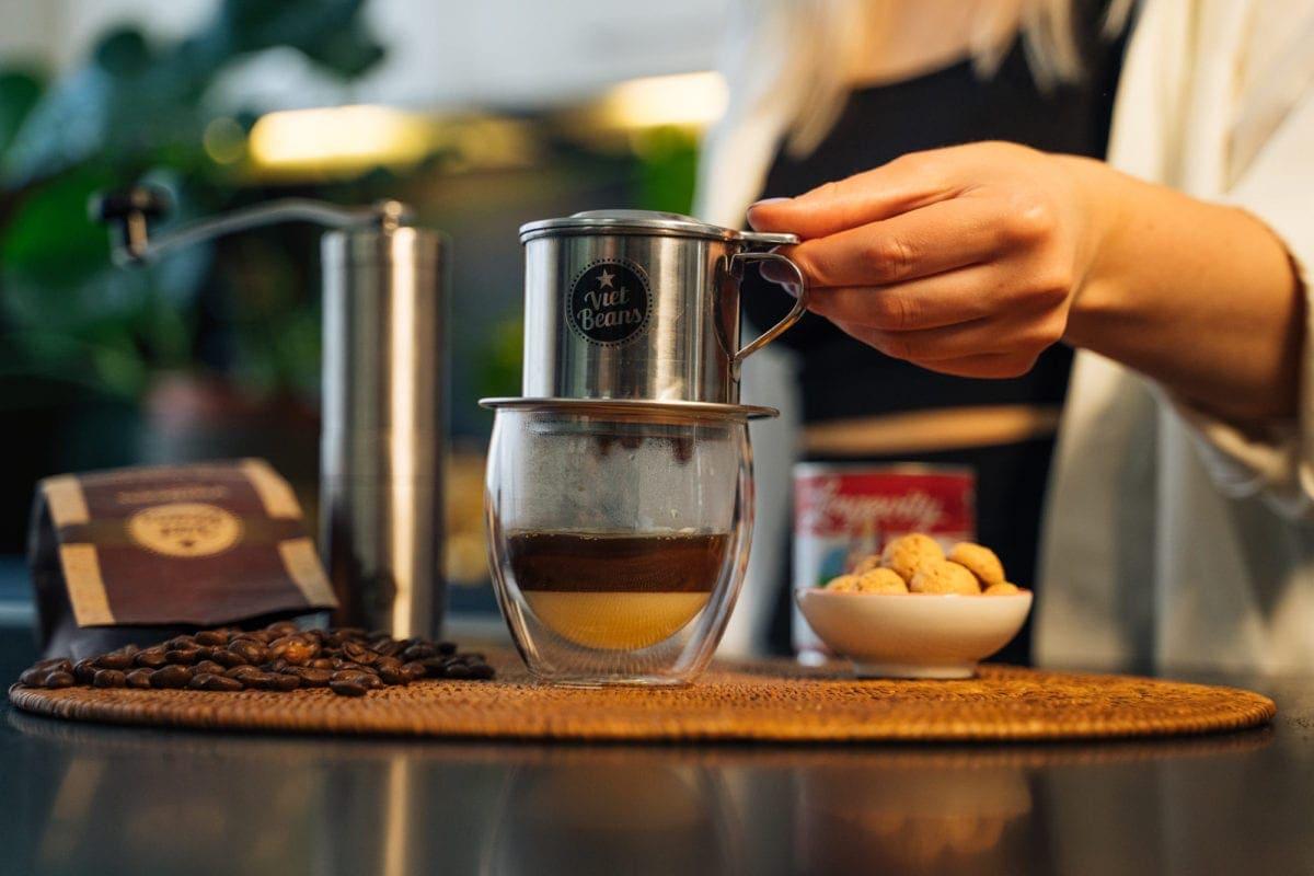 Vietnamesischer Kaffee Zubereitung Deckel aufsetzen und warten