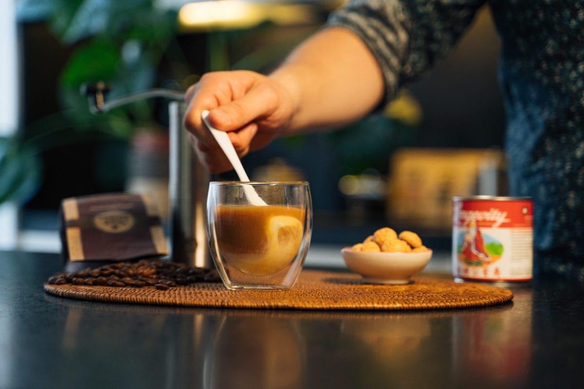 Vietnamesischer Kaffee Zubereitung Schritt 7 Umrühren